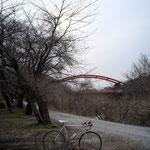 サイクリングロードという割には未舗装路も多い