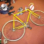 休憩中バイクは無造作に倒されて置く。昔親に自転車を倒しておくな!と怒られたのが何故か蘇った。
