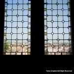 壁面などの修復が未だでどこもかしこも簡素な地肌。時折見られる窓などが唯一カラフル。