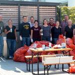 Der Rest der Müll-Crew und unser Sammelergebnis