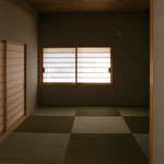 葦天井と本物の琉球畳にこだわった和室。西日が差し込む光と影が美しい和室