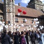 Ballons zur Hochzeit steigen lassen