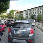 viel Verkehr in Florenz