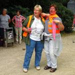Unsere Mannschaftsführer... Elke und Renate... mit Kugelputztuch