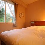 ホテル客室  参考価格 2,500円/m2~ 施工時間は応相談