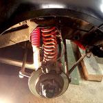 Zur besseren Montage werden Rad und Radhausverkleidung demontiert.