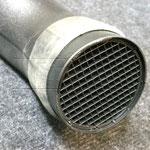 Ein Stück Fahrradschlauch hält nicht nur den Filter an Ort und Stelle, sondern lässt auch den Ansaugstutzen nicht mehr verrutschen.