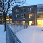 SPH Buchloe Erweiterung - Ansicht Innenhof - Pflegezimmer und Gemeinschaftsraum mit Glasfassade