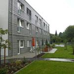 SPH Buchloe Erweiterung - Blick vom Garten auf die Pflegezimmer