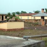 Le petit bâtiment à droite sert à brûler les déchets