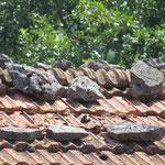 Unter dem Dach der Ziegel