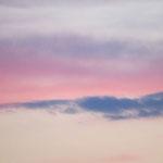 Wolkenformationen mit Abendrot