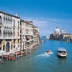 Canale Grande mit Basilica S. Maria della Salute in Venedig