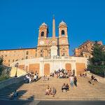 Spanische Treppe in Rom mit Kirche S. Trinita dei Monti