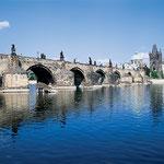 Karlsbrücke über die Moldau in Prag
