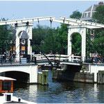 Amsterdamer Zugbrücke über Gracht