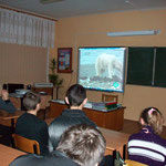 Смотрят фильм о белом медведе в Заповедненской школе.