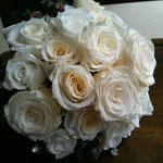 4種の白薔薇とスワロフスキーのブーケ