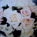 薔薇とベリーのブーケ アップ