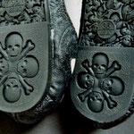 Skull / Totenkopf Prägungen auf der Laufsohle