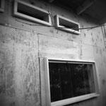 窓はハメごろしにしました