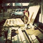年末。庭に道具小屋を建てはじめました