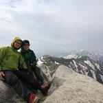 恒例の山頂での記念撮影。来れてよかったね。