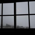 一日目は暴風雨。真っ白で何も見えません。