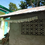 Einmalhandschuhe werden gewaschen und zum Trocknen aufgehängt