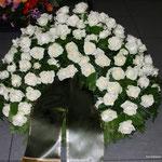 Trauerkranz weiße Rosen ca. 300,00 Euro