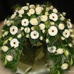 Trauerkranz weiß mit Schleife ca. 200,00 Euro