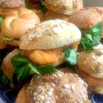 <html> Korngebäck mit Hühnerschnitzerl auf Kartoffel-Kürbiskernaufstrich und Vogerlsalat <br> © Alexandra Jarolim </br></html>