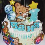 Торт с пряничными украшениями