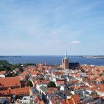 Der Blick auf Stralsund vom 90 m hohen Turm der Marienkirche