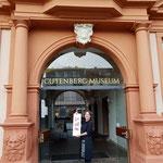 sowie meine TypoGrafik vor dem Gutenberg-Museum und