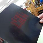 rot auf Chomolux-Karton