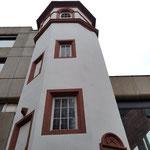 Vom Druckhaus der noch erhaltene Treppenturm ...