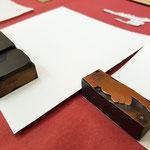das Zuschneiden der Unterlegpapiere
