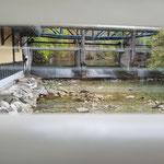 ein Blick aus dem Fenster zeigt die unmittelbare Nähe zum Fluss Mangfall