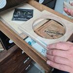 Die Holzplatte mit ausgesägtem Kreis