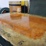 frisch ausgewalzte Farbe auf einem Lithostein