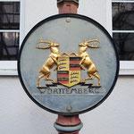 sowie das einstige Wappen Württemberg.