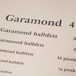 Ost-Garamond halbfett in größeren Graden