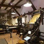 eine Linotype, also eine Bleisetzmaschine aus dem Jahr 1932 ...