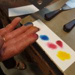 und jeder Finger wird für eine Farbe verwendet
