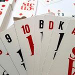 Große Spielkarten mit den Werten in den linken Ecken