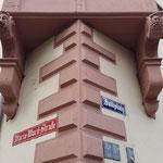 Straßennamen parallel und quer zum Rhein