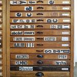 ein Schriftenschrank für Holzlettern