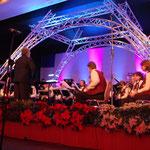 Bühnenbild und Beleuchtung für ein Konzert Thema Frankreich