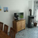 Wohnzimmer TV und Ofen